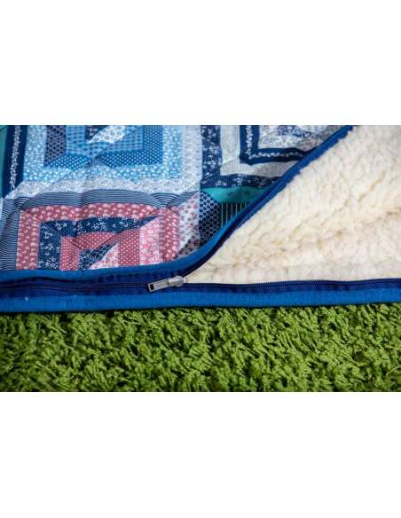 Ull Sovsäck i ren ny lammull och patchworktyg